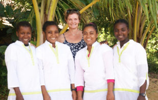 As part of our sustainable work and community upliftment programme, we invited South African Beauty Therapist Sue Retallack to train four of the Masoala Forest Lodge team in massage therapy.